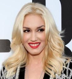 Gwen-Stefani-Hits-American-Music-Awards-Red-Carpet