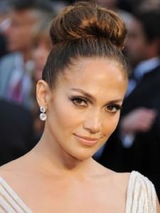 jennifer-lopez-beauty-look-2012-con-chignon-alto