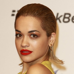 Rita-Ora-wet-look-hair