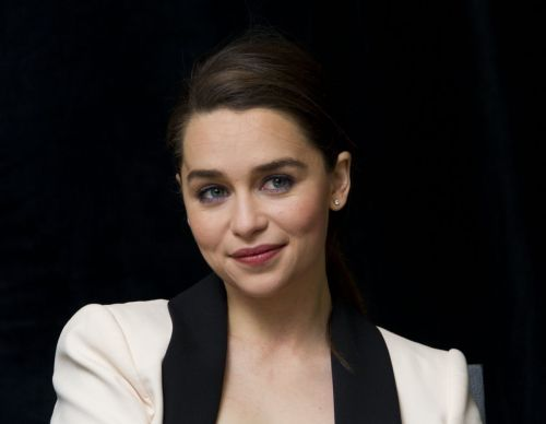 emilia-clarke-at-game-of-thrones-season-4-press-conference_7