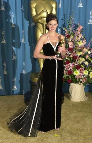 Julia-Roberts-wearing-vintage-Valentino-2001.jpg